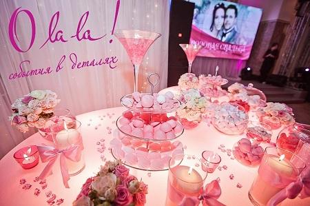 Празднование розовой годовщины свадьбы