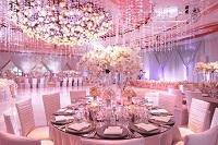 Свадебный стол в розовом цвете