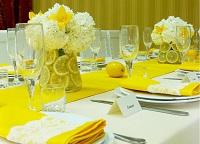 Свадебный стол в желтом цвете