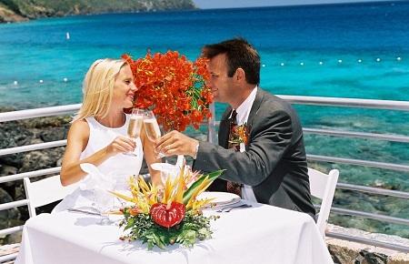 Празднование коралловой свадьбы