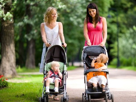 мамы на прогулке
