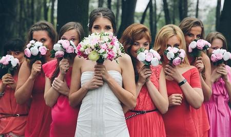 подружки невесты в розовом платье