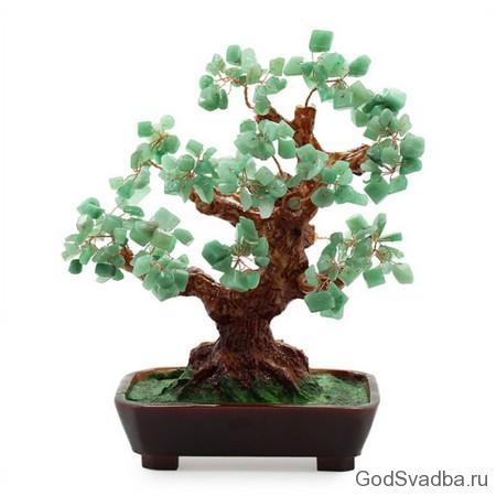 дерево с нефритом